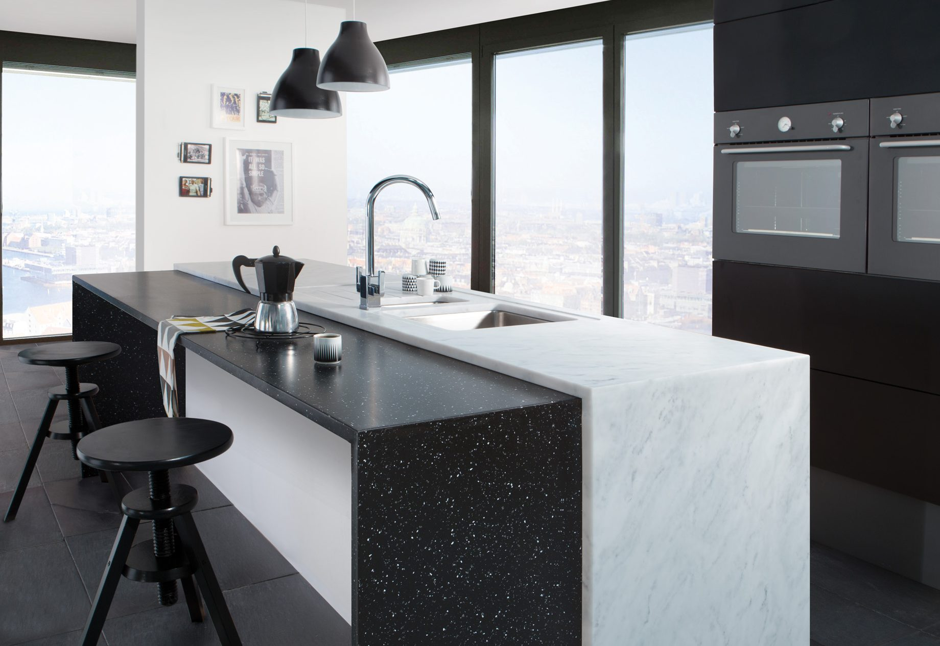 Carrara and Black Granite Worksurface